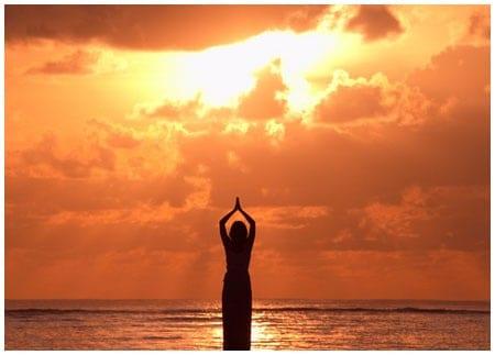 La salutation au soleil suryanamaskar riche et zen - Soleil zen montpellier ...